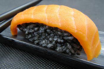 Black суши с креветкой